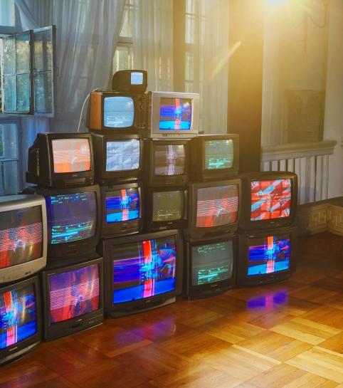 Инсталляция из ретро-телевизоров