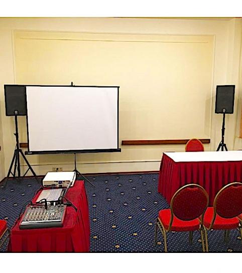 Проектор и экран в аренду для мини-конференции или мастер-класса | MMG