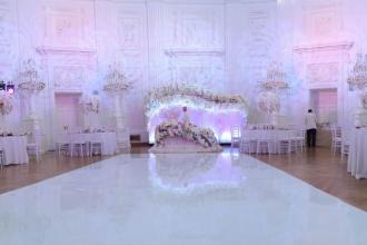 Аренда подсветки для задника за молодыми на свадьбе
